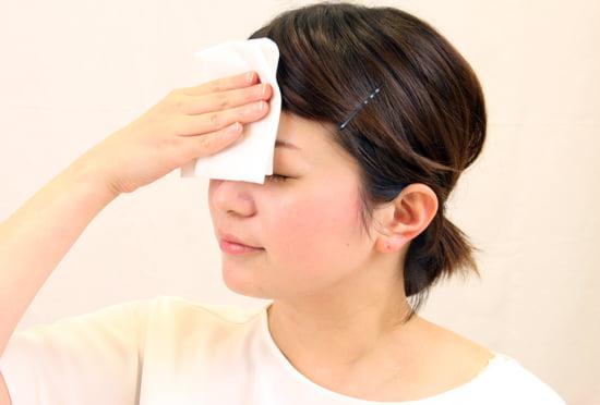 オイリー肌の汗の拭き方・ポイントは、そっと汗を押さえること