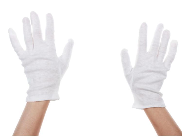 日中は棉の手袋をする
