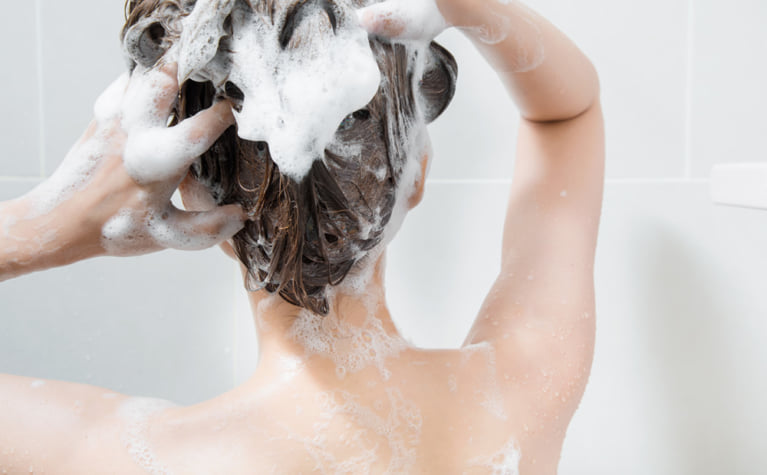 乾燥した頭皮をうるおすシャンプーの選び方