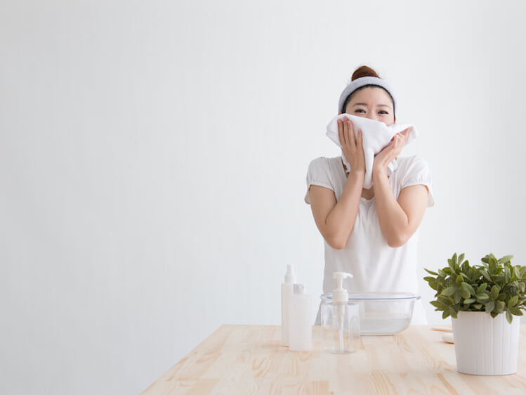 オイリー肌を悪化させない洗顔料選びに大切な2つのポイント